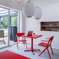 Emu chaises et table