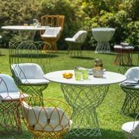 Emu chaises et table de jardin