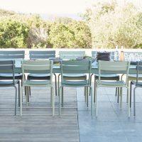Table-Ribambelle-et-chaises-Luxembourg-de-Fermob-mobilier-de-jardin